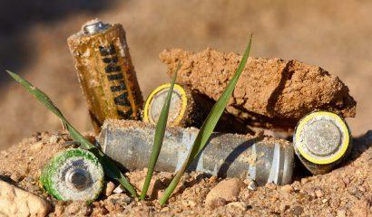 Batterijen die zwerven op straat: wat gebeurt hiermee?