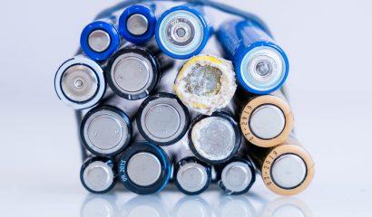 Wat doe je bij een lekkende batterij?