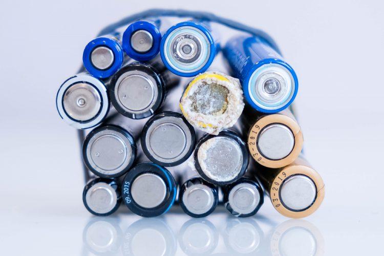 wat doe je bij een lekkende batterij