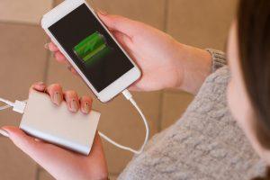 Smartphone opladen zónder stopcontact: tips & tricks!